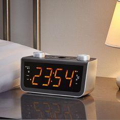 Produkt-Tipp 407: Nachts wach werden und auf der Uhr die aktuelle Zeit erkennen wollen... Für mich und meine müden Augen eine Aufgabe, die gefühlt Stunden dauert.  Geht definitiv auch einfacher ==> https://www.eurotops.de/rds-radio-wecker-xxl-29154.html?campaign=SM
