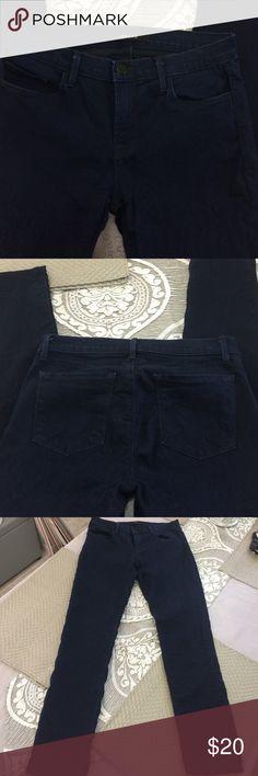 "J Brand skinny jeans Excellent condition J Brand skinny jeans. 28"" inseam. 77% cotton 21% polyester 2% elastane J Brand Jeans Skinny"