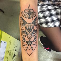 """Wraps around. Done at #montreuiltattooconvention #tattoo #cat #blackbirdtattoo #dotwork #geometric"""