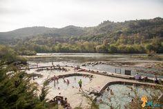 Em Ourense, na Galiza, há águas termais que jorram livremente nas margens do Rio Minho. As Termas de Ourense são gratuitas, naturais e ao alcance de todos.