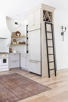 After over a year of dreaming, planning and building… our Heights House Kitchen is FINALLY complete! You may remember we started planning the design way back in February 2018 for the original… Kitchen Interior, Kitchen Decor, Kitchen Design, Kitchen Ideas, Diy Kitchen, Cocinas Kitchen, Construction, Home Kitchens, French Kitchens