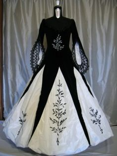 Gown ball in white silk and black velvet, with precious laces. Hand embroidered with Venetian pearls.