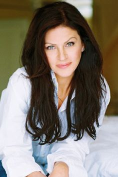 Canadian actress, Wendy Crewson - more beautiful in person (if you can believe that) and always looks stunning in David Dixon's clothes (not shown).