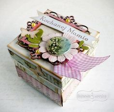 mały exploding box Scrapbook Box, Scrapbooking, Exploding Boxes, Diy And Crafts, Decorative Boxes, Paper Boxes, Baby Shower, Envelopes, Link