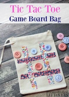 Sewing For Kids Easy Easy DIY Tic-Tac-Toe Travel Game Bag Tutorial - Kids will have fun passing time with this homemade travel game bag. It is a cute and simple way to take tic-tac-toe on the go! Operation Christmas Child, Sewing For Kids, Diy For Kids, Diy Gifts For Kids, Kids Gift Bags, Sewing To Sell, Fabric Crafts, Sewing Crafts, Sewing Tips