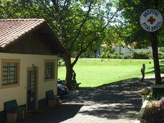 Há um pequeno hospital funcionado nas instalações do instituto.