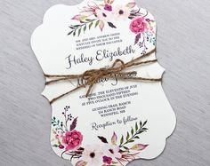Boho Blumen Hochzeitseinladung. Rustikale Hochzeiteinladung. Böhmische Hochzeitseinladung. Romantische Hochzeitseinladung. Elegante Hochzeit. Die perfekte Mischung aus rustikal, Boho und Eleganz! Die modernen Text Einladung ist auf rustikalen Packpapier gedruckt und dann auf aus der weißen, Hand distressed Tasche, umhüllt mit Bindfäden und gebunden mit Tag geschichtet.  Koordiniereneinzelteile z. B. Programme, Tischkarten, Menüs und mehr auch zur Verfügung.  ---WAS IST IM PREIS…