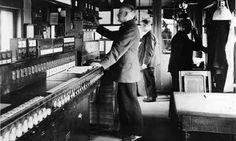 Berlin: Blick in das Fahrdienstleiterstellwerk des Bahnhofs Charlottenburg, 1930