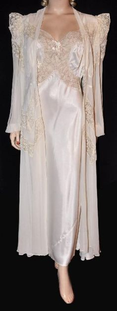 Boudoir:  Bridal Fantasy! 1940s NOS #Peignoir & #Negligee.
