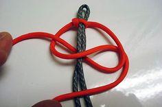 How to make a survival bracelet.