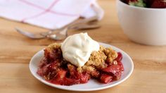 Strawberries and rhubarb team up with Betty Crocker™ cake mix and old-fashioned oats, making this scrumptious slow-cooker sweet a sure-fire winner.