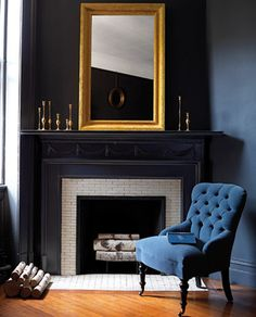Most up-to-date Free black Fireplace Mantels Suggestions black-fireplace-mantels Dark Walls, Blue Walls, Living Spaces, Living Room, Small Living, Dark Interiors, Blue Rooms, Deco Design, Design Design