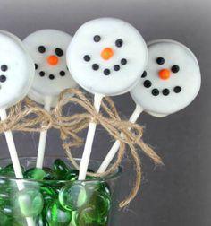 Oreo snowman pops - Christmas treats // Fehér csokiba mártott Oreo keksz nyalóka hóemberek - téli édesség // Mindy - craft tutorial collection // #crafts #DIY #craftTutorial #tutorial #ChristmasCrafts #Christmas