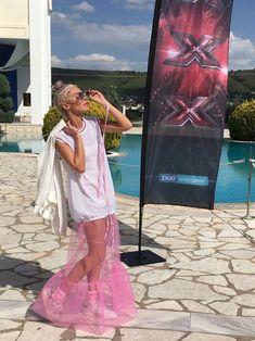 Αλεξάνδρα Κατσαΐτη: Η γυναίκα πίσω από τη ροζ εικόνα της Τάμτα στο X-Factor / Celebrities / Woman TOC Tie Dye Skirt, Celebrities, Skirts, Outfits, Fashion, Moda, Celebs, Suits, Skirt