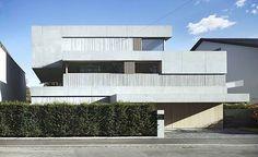 a Kahlstrasse House, em Basiléia, Suiça. Projeto do escritório Buchner Bründler Architekten. #arquitetura #arte #art #artlover #design #architecturelover #instagood #instacool #instadesign #instadaily #projetocompartilhar #shareproject #davidguerra #arquiteturadavidguerra #arquiteturaedesign #instabestu #decor #architect #criative #photo #decoracion #concreto #afeto #basel #svizzera #helvetia