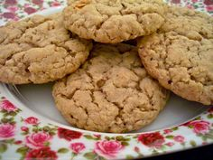 Apple Cinnamon Instant Oatmeal Cookies - These were easy and tasty. I'm surprised I could make cookies with instant oatmeal packets. Baked Apple Dessert, Apple Dessert Recipes, Pumpkin Dessert, Baking Recipes, Cookie Recipes, Delicious Desserts, Instant Oatmeal Cookies, Instant Oatmeal Recipes, Oatmeal Chocolate Chip Cookies