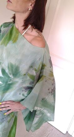 Passa a trovarmi nel mio Store di eBay per questo meraviglioso abito in seta, dipinto a mano! Made in Italy! Skip to visit me in my eBay Store for this wonderful silk dress, hand painted! Made in Italy! http://www.ebay.it/itm/Abito-in-seta-con-poncho-colore-verde-Made-in-Italy-taglia-40-42-44-/261519157728?pt=Abiti_donna&hash=item3ce3c1a9e0&_uhb=1