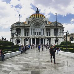 I like how the guy on this picture look a bit chubby because of my none existing panorama skills . Also and more importantly here is a kick ass building in Mexico City ! El Palacio de Bellas Arte. They even play videos of opera concerts outside the building for everyone to see and for free. Love that idea   #igersmexico #mexicocity #palaciodebellasartes #cdmx #traveling #palacio #opera #sky