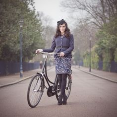 Liking concept of style over speed for cycing - I absolutely adore the whole outfit! AND the bike, of course
