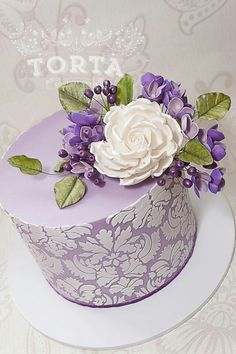 x1R - Very pretty purple cake with beautiful white rose spray.
