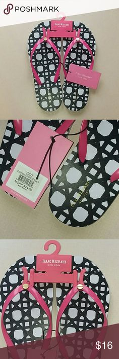 🌴Isaac Mizrahi New York Thong Sandals🌴 NWT Isaac Mizrahi New York Thong Sandals Isaac Mizrahi Shoes Sandals