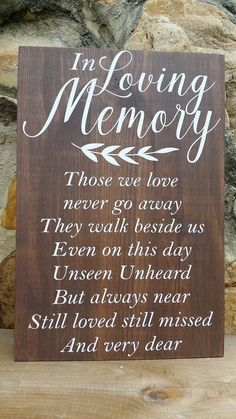 Beautiful DIY Pallet Projects – How Pallets Aren't Just Used For Shipping Anymore Ecofriendly DIY Pallet Ideas for Home Decor & More – DIY Projects Pallet Home Decor, Diy Pallet Projects, Pallet Ideas, Pallet Furniture, Phrase Cute, Creation Deco, In Loving Memory, In Memory Of, Diy Wedding