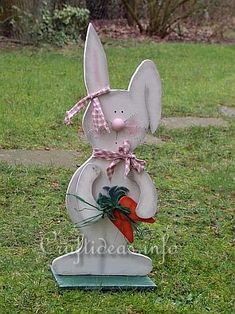 Large Wooden Standing Bunny with Carrots Tutorial and Pattern