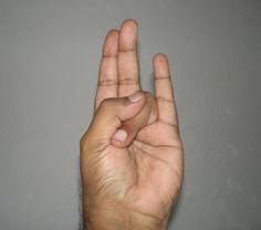 Mettete le dita in questa (strana) posizione. Sembrerebbe senza senso, ma non immaginate cosa accade (in poco tempo) al vostro corpo. Da provare assolutamente