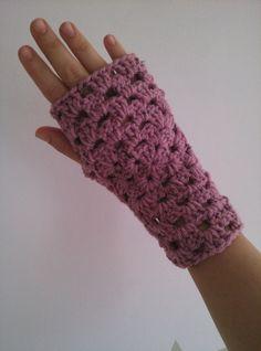 Guanti invernali scaldamani granny chic in lana rosa di Tatamichic