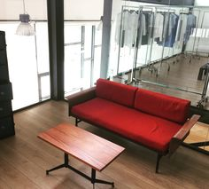 Salottino anni'50 € 350,00 - tavolo basso € 90,00 info@fabbricax.com