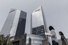 HNA Failed to Be Transparent About Details of Its Virgin Australia Stake  The HNA Group building in Beijing China. The company has been criticized for being opaque about its finances. Qilai Shen / Bloomberg  Skift Take: HNA's omissions and lack of transparency are deeply ingrained in the company's culture. This could end badly as regulators catch up with the Chinese company's aggressive investing style around the world.   Dennis Schaal  HNA Group Co. said it failed to fully disclose how its…
