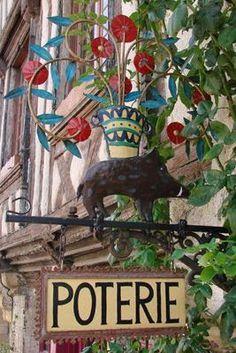 Maison des Sangliers ~ Noyers-sur-Serein (Yonne). Christmas Ornaments, Holiday Decor, Painting, France, Signs, House, Home Decor, Art, Picasa