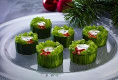 Hvordan lage spiselige mini-julekranser – frukt.no Sushi, Mini, Ethnic Recipes, Food, Essen, Meals, Yemek, Eten, Sushi Rolls