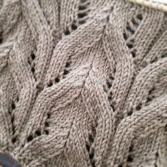 Ravelry: pociii's Long Manteau #070-T11-613 Retrouvez la laine Cashwool sur https://laboutiqueduchatquipelote.com/ (Laine de qualité, fabriquée en France)