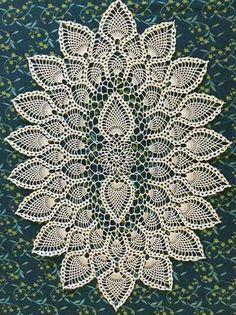 Oval crochet doily, new hand c Vintage Crochet Doily Pattern, Crochet Table Runner Pattern, Free Crochet Doily Patterns, Crochet Tablecloth, Crochet Motif, Crochet Designs, Crochet Doilies, Crochet Basket Tutorial, Pineapple Crochet