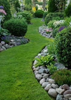 Nice 50 Low Maintenance Front Yard Landscaping Ideas. More at https://50homedesign.com/2018/03/03/50-low-maintenance-front-yard-landscaping-ideas/ #LandscapingFrontYard