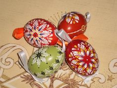 m Eastern Eggs, Cross Stitching, Painting Eggs, Christmas Bulbs, Holiday Decor, Diy, Crafts, Patterns, Stone Art