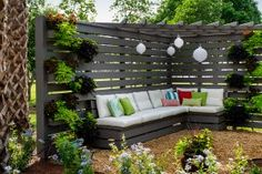 44 Easy and Cheap Privacy Fence Design Ideas Backyard Seating, Backyard Privacy, Backyard Fences, Garden Seating, Backyard Projects, Backyard Landscaping, Backyard Ideas, Outdoor Seating, Outdoor Pergola