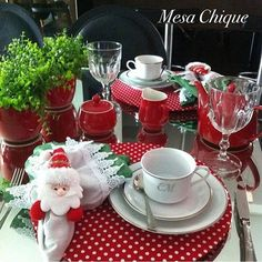 Otima tarde para todos!!!! 🌲🌲 Contato: (47)99773361). #sousplat #guardanapo #portaguardanapo #mesachique #vestiramesa #decoracao #tablewear #meseirasdobrasil #meseirasassumidas #presentesdenatal #mesasdenatal