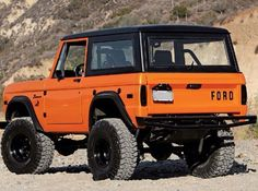 I love the old 75 Ford Bronco.with removable top. Old Ford Bronco, Bronco Truck, Early Bronco, Classic Bronco, Classic Ford Broncos, Classic Trucks, Ford Motor Company, Scouts, Goodyear Wrangler