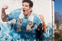 #jjDeportes - Messi fue inmortalizado en una pared del colegio al que asistió en Rosario  Mira la noticia completa en: http://www.jjdeportes.com.ar/messi-fue-inmortalizado-en-una-pared-del-colegio-al-que-asistio-en-rosario/  Todo para el deporte en un mismo lugar Visita nuestro sitio www.jjdeportes.com.ar