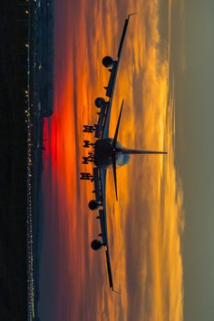 Find images and videos about sky, travel and sunset on We Heart It - the app to get lost in what you love. Wallpaper Pc, Airplane Wallpaper, Sunset Wallpaper, Computer Wallpaper, Cool Pictures, Cool Photos, Plane Photos, Airplane Photography, Airplane Pilot