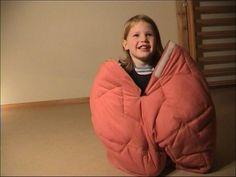 Kiesling-Ei = Entspannungs-Ei Es besteht aus einem wattierten, rosafarbenen, taktil sehr angenehmen Baumwollgewebe.