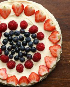 Käsekuchen mit weißer Schokolade und Beeren | Juhu, Käsekuchen mit weißer Schokolade und Beeren - ohne Backen!