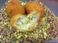 Arancine al pistacchio, gamberetti e mozzarella di bufala, la ricetta di Giovanni Mangione | Ricette