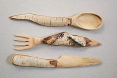 Wood Carving Nice idea for cutlery. Posted by Weird Wood on FB. Wooden Spoon Carving, Carved Spoons, Wood Spoon, Wooden Projects, Wooden Crafts, Dremel, Whittling Wood, Wood Knife, Woodworking Inspiration