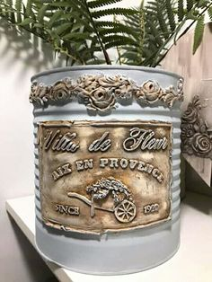 Clay Mold Appliques for Tin Can Planters: A Vintage Craft - Unique Balcony Garden Decoration and Easy DIY Ideas Recycle Cans, Recycling, Altered Tins, Altered Bottles, Diy Crafts For Adults, Diy Home Crafts, Aluminum Foil Crafts, Barn Wood Crafts, Plaster Art