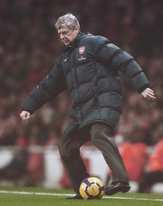 Wenger Shows off his Football Skills Shortly After Signing a New Deal in Arsenal Fc, Arsenal Football, Bramall Lane, Arsene Wenger, Red Army, European Football, North London, Pumas, Trx