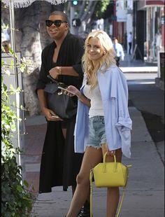 OBSESSED with Morgan Stewart's yellow handbag!!! #WantItNow