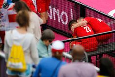 Day 15 - Great Britain's Hawes comforts Mackay after their team being defeated by Australia at the men's bronze medal hockey match at Riverbank Arena at London 2012 Olympic Games. CHRIS HELGREN/REUTERS